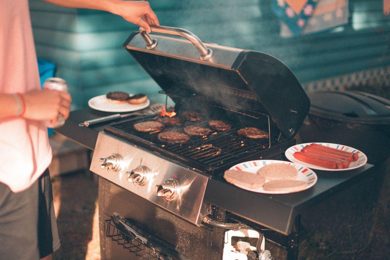 Bild von einem Grill mit Grillschutzmatte